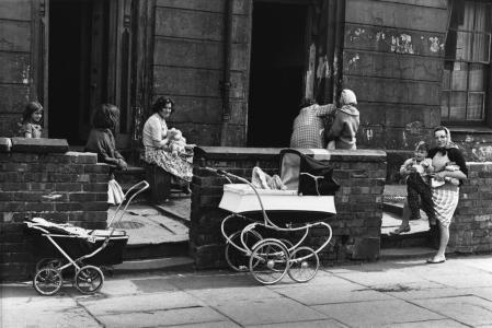 08_Press_Images_l_Shirley_Baker__Near_Upper_Brook_St__Manchester_1964__5565da44b66ee